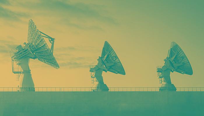 Antenas de transmissão, imagem alusiva ao monitoramento de concorrentes